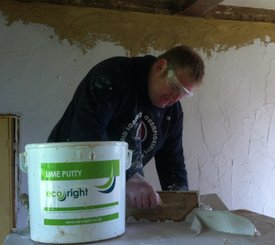 Traditional Lime Plastering using Lime Putty to finish a wall